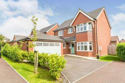 4 Bedrooms Detached House for sale in Wentwood Crescent, Leyland, Lancashire, PR25