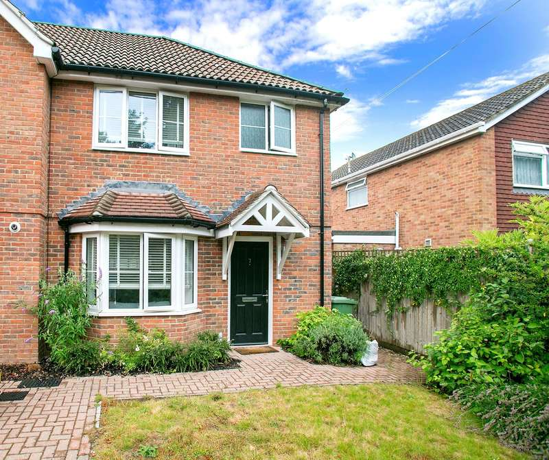 3 Bedrooms Semi Detached House for sale in Kelvin Close, Old Basing, Basingstoke, RG24