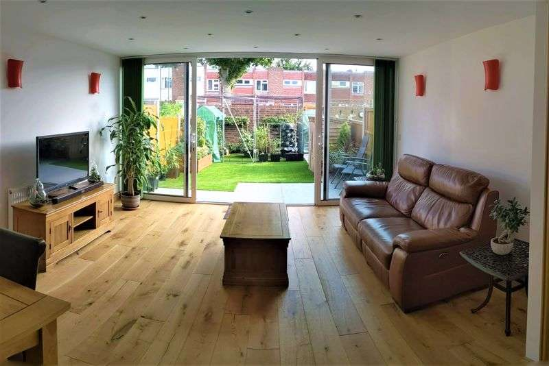 2 Bedrooms Property for sale in Woodman Path, Ilford