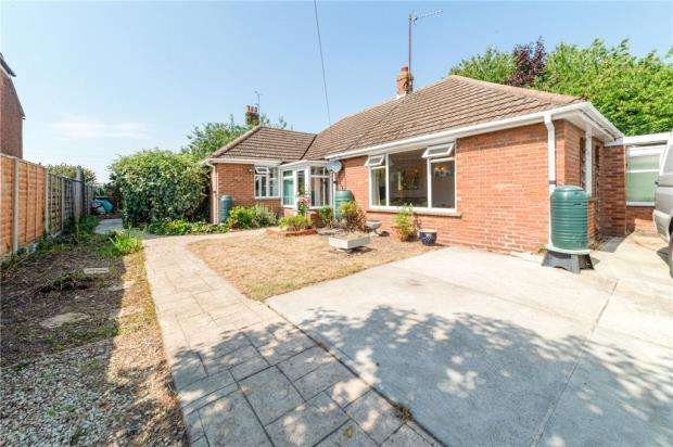 3 Bedrooms Detached Bungalow for sale in Serpentine Walk, Colchester, Essex