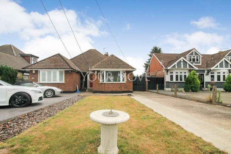 2 Bedrooms Semi Detached Bungalow for sale in Lodge Lane, Romford, RM5