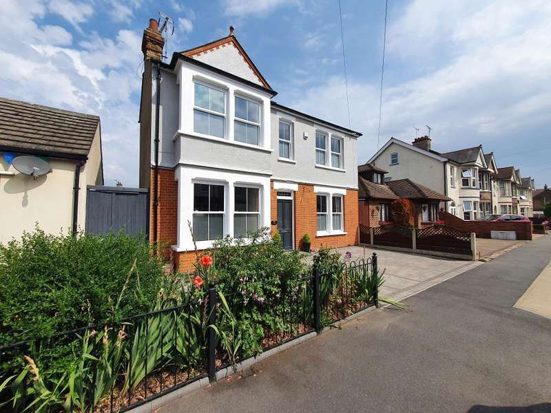 3 Bedrooms Detached House for sale in South Avenue, Southend on Sea, Essex, SS2 4HS