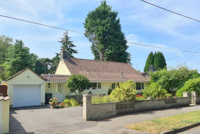 3 Bedrooms Detached Bungalow for sale in Cedar Avenue, St. Leonards, Ringwood, BH24 2QF