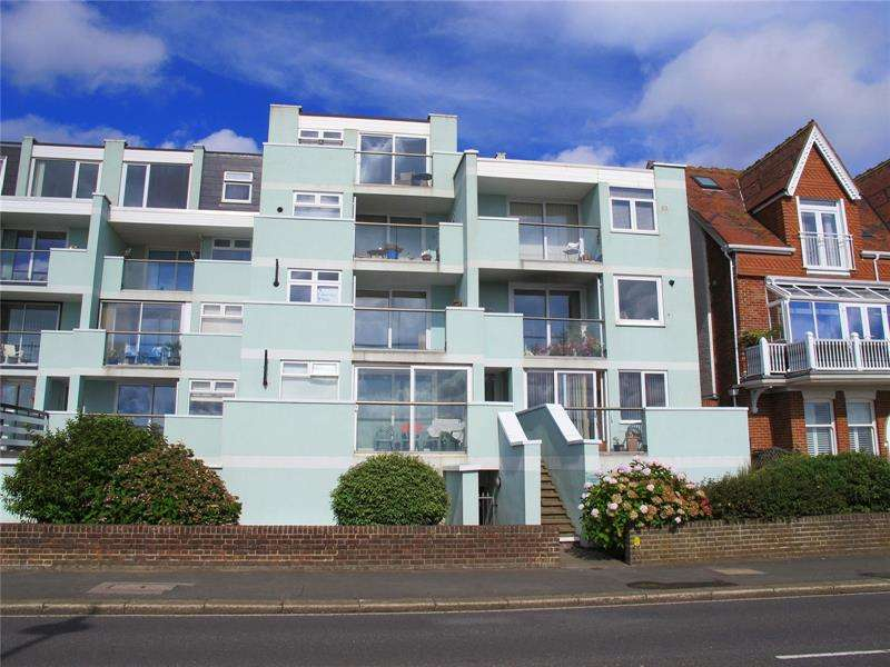 2 Bedrooms Apartment Flat for sale in Promenade Court, Marine Parade West, Lee-On-The-Solent, Hampshire, PO13
