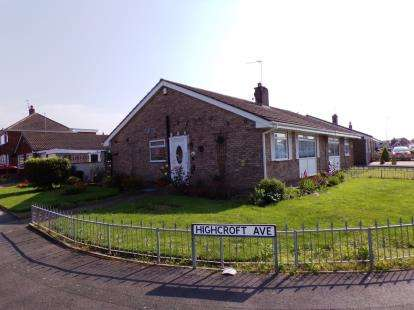 2 Bedrooms Bungalow for sale in Highcroft Avenue, Bispham, Blackpool, Lancashire, FY2