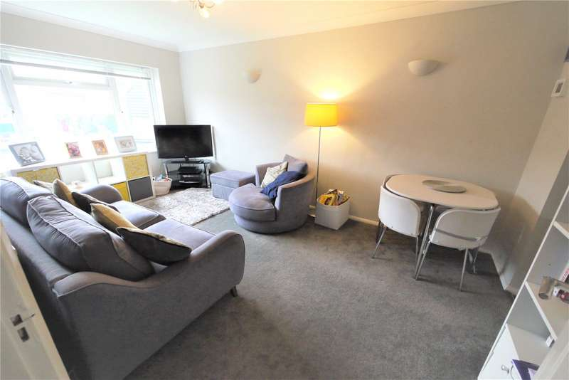 2 Bedrooms Maisonette Flat for sale in Cromwell Court, Cromwell Road, Warley, Brentwood, CM14