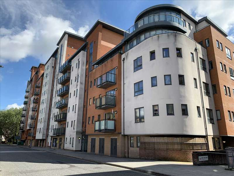 2 Bedrooms Apartment Flat for sale in Oceana Boulevard, Lower Canal Walk, Southampton