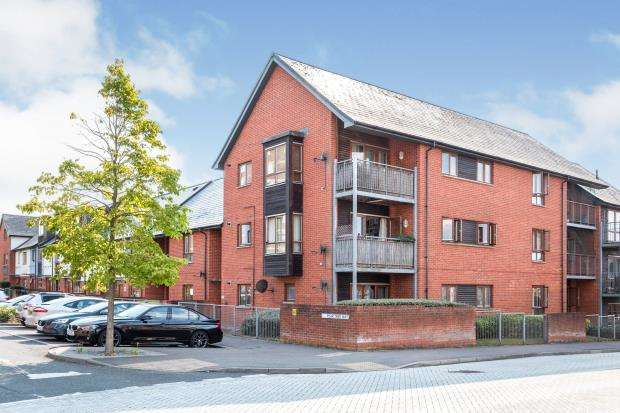 2 Bedrooms Flat for sale in Basingstoke, Hampshire