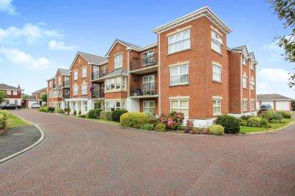 2 Bedrooms Flat for sale in Poachers Trail, Cyprus Point, Lytham, England, FY8