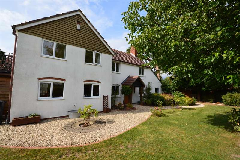 4 Bedrooms Detached House for sale in Wyatt Road, Cross Keys, Hereford