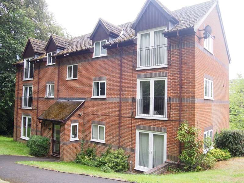 2 Bedrooms Flat for rent in Edmunds Gardens, High Wycombe