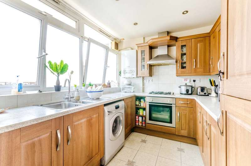 3 Bedrooms Flat for sale in Brockmer House, Shadwell, E1