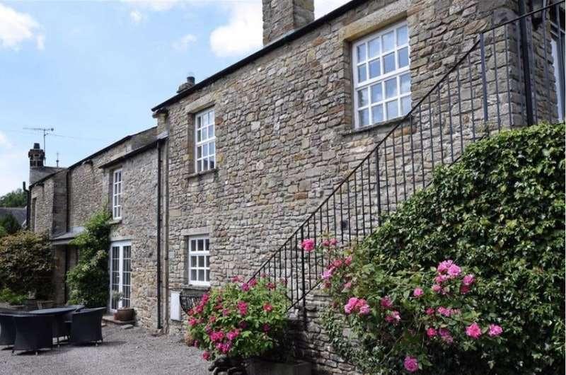 4 Bedrooms Semi Detached House for sale in Main Street, Carnforth, Cumbria, LA6