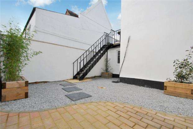 3 Bedrooms Apartment Flat for sale in East Street, Southend-on-Sea, Essex