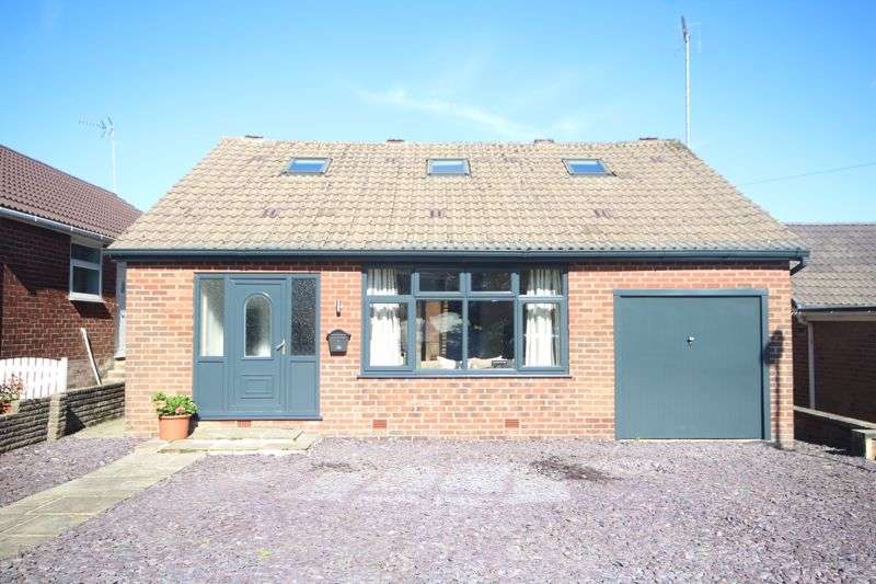 3 Bedrooms Property for sale in SEVEN ACRES LANE, Norden, Rochdale OL12 7RW
