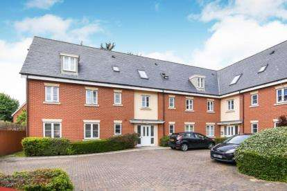 2 Bedrooms Flat for sale in Rayleigh, Essex, .