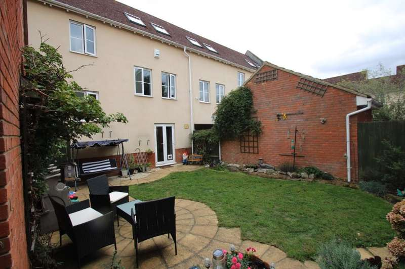 4 Bedrooms Terraced House for sale in Wilkinson Grove Black Notley
