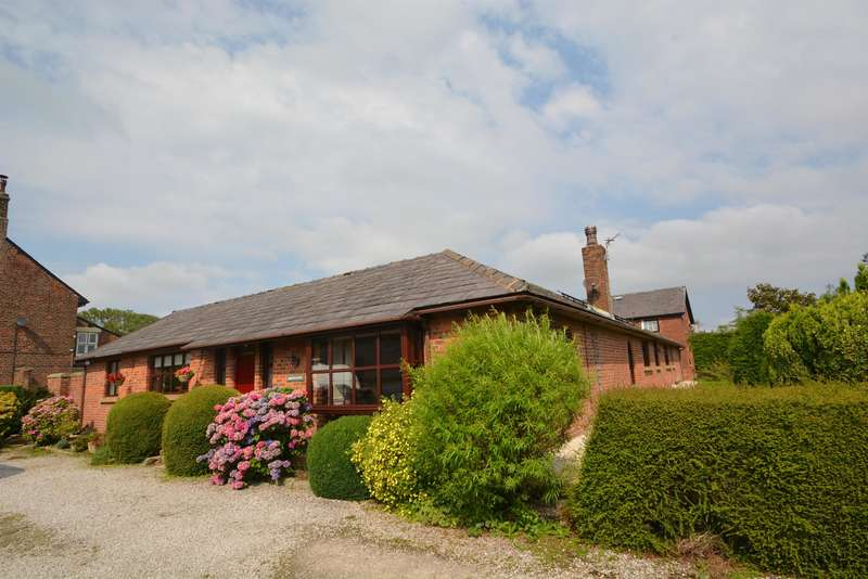 4 Bedrooms Detached Bungalow for sale in Back Lane, Weeton, PR4 3HS