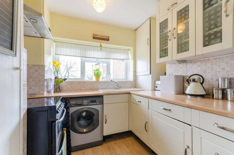 2 Bedrooms Flat for sale in Auckland Rise, Crystal Palace, SE19