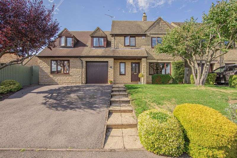 4 Bedrooms Property for sale in Springfields, Tetbury