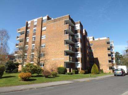 2 Bedrooms Flat for sale in Talbot Close, Bassett, Southampton