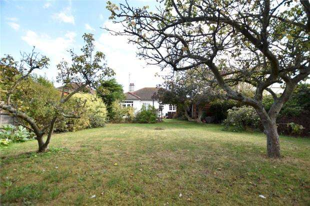 2 Bedrooms Detached Bungalow for sale in Preston Road, Holland-On-Sea, Essex