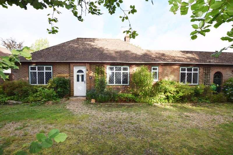 3 Bedrooms Property for sale in The Shrave, Four Marks, Alton, Hampshire