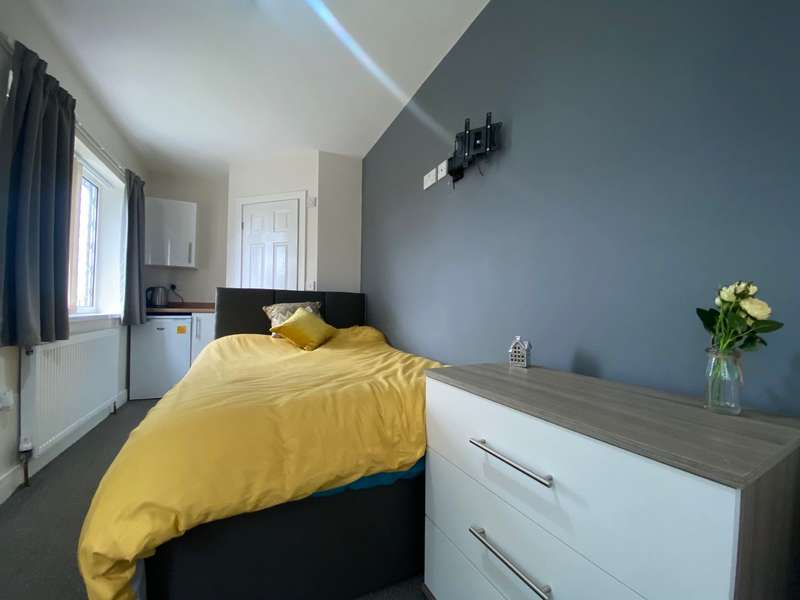 1 Bedroom House Share for rent in Chelmsford Drive, Doncaster