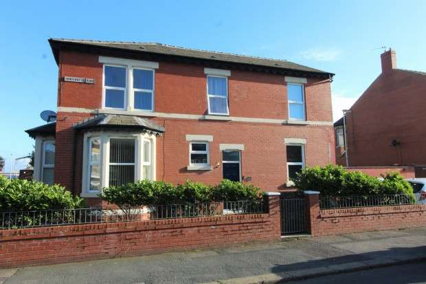 3 Bedrooms End Of Terrace House for sale in Handsworth Road, Blackpool, FY1