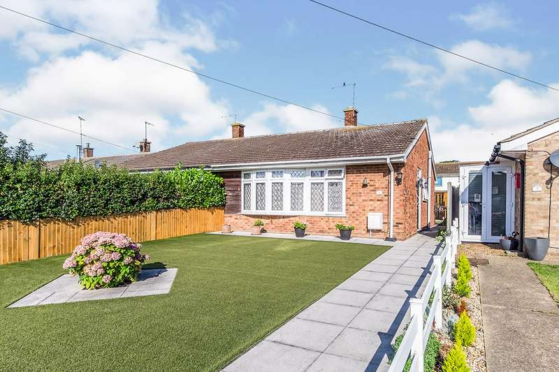 2 Bedrooms Semi Detached Bungalow for sale in Lapwing Road, Isle of Grain, Rochester, Kent, ME3