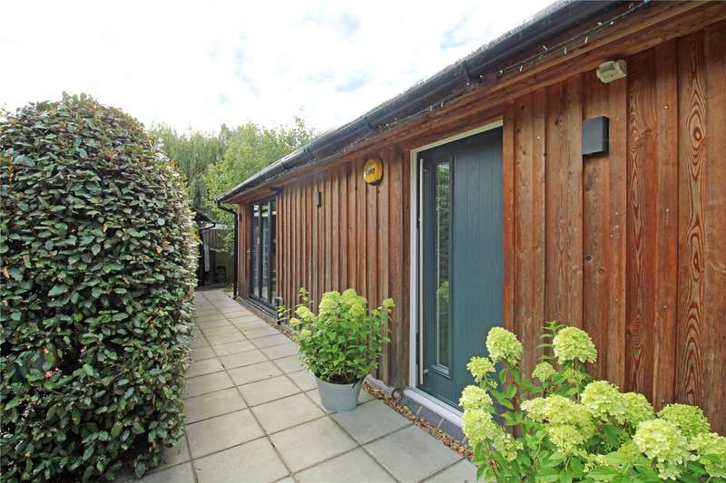 3 Bedrooms Detached Bungalow for sale in Orchard Way, Addlestone, Surrey, KT15