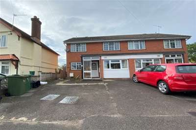 6 Bedrooms House for rent in New Cross Road, Guildford