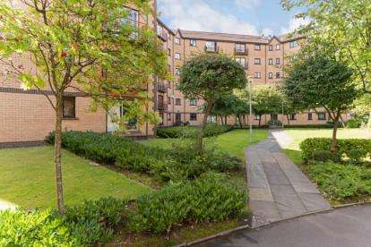 2 Bedrooms Flat for sale in Riverview Place, Glasgow, Lanarkshire