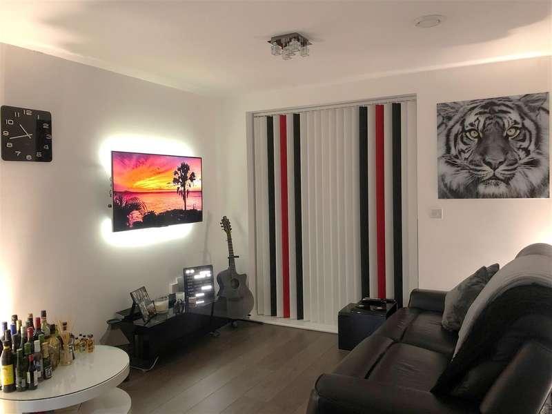 1 Bedroom Flat for sale in Top Floor Apartment, Gemini Park, Borehamwood