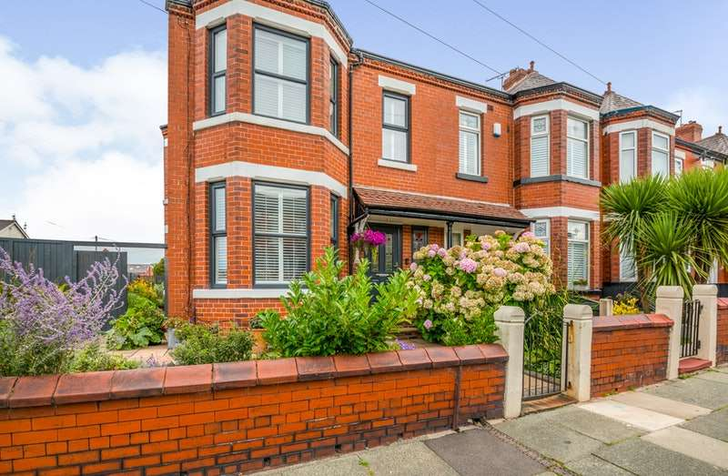 3 Bedrooms Terraced House for sale in Cholmondeley Road, Salford, Greater Manchester, M6