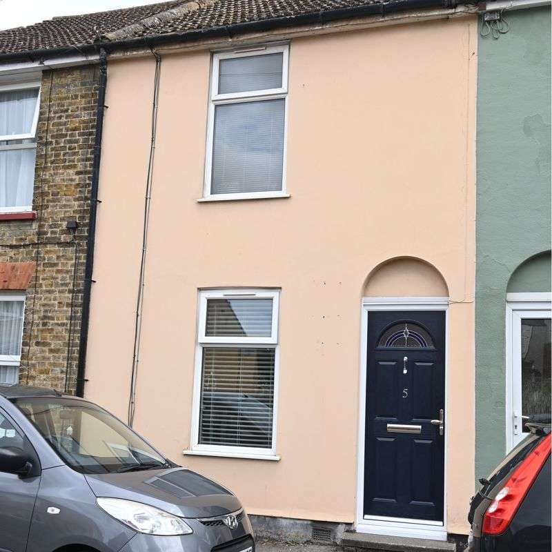 3 Bedrooms Property for sale in Cyprus Road, Faversham