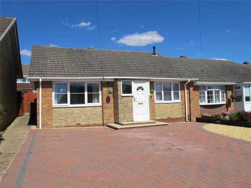 2 Bedrooms Bungalow for sale in Cleveland Drive, Fareham, Hampshire, PO14