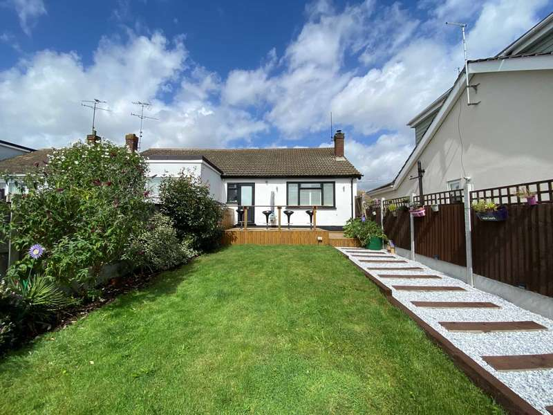 2 Bedrooms Semi Detached Bungalow for sale in Trinity Close, Billericay