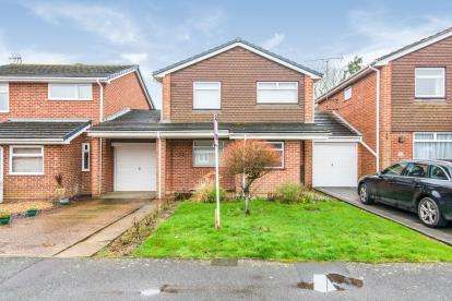 4 Bedrooms Link Detached House for sale in Calmore, Southampton, Hampshire