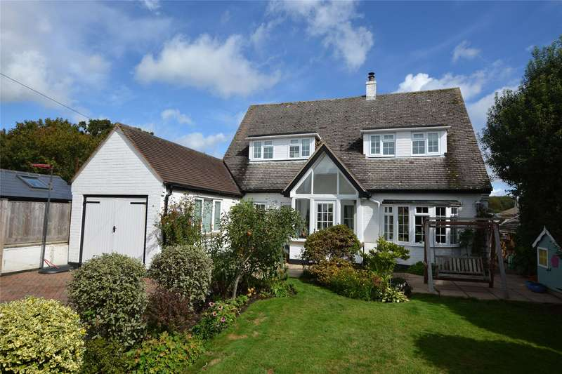 4 Bedrooms Detached House for sale in North Street, Pennington, Lymington, Hampshire, SO41