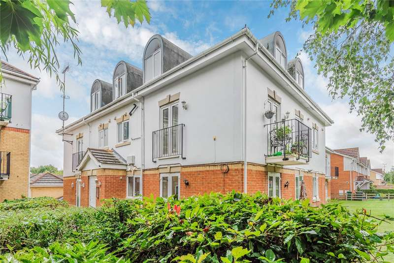 3 Bedrooms Penthouse Flat for sale in Basildon Close, Watford, Hertfordshire, WD18