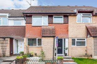 3 Bedrooms Terraced House for sale in Poynings Road, Ifield, Crawley, West Sussex