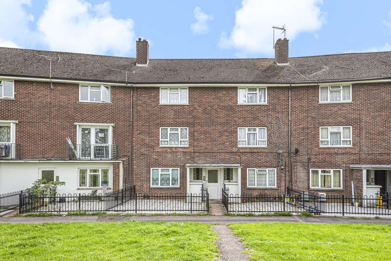 2 Bedrooms Flat for sale in Trussell Crescent, Winchester