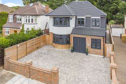 5 Bedrooms Detached House for sale in Grove Vale, Chislehurst