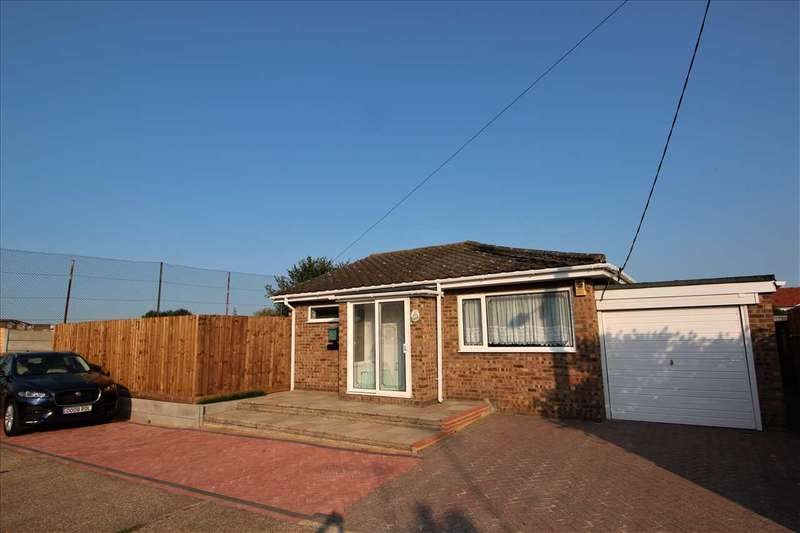 2 Bedrooms Bungalow for sale in Pembroke Avenue, Corringham