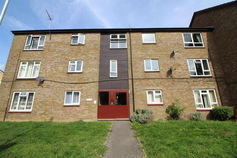 2 Bedrooms Apartment Flat for sale in Groom Road, Turnford