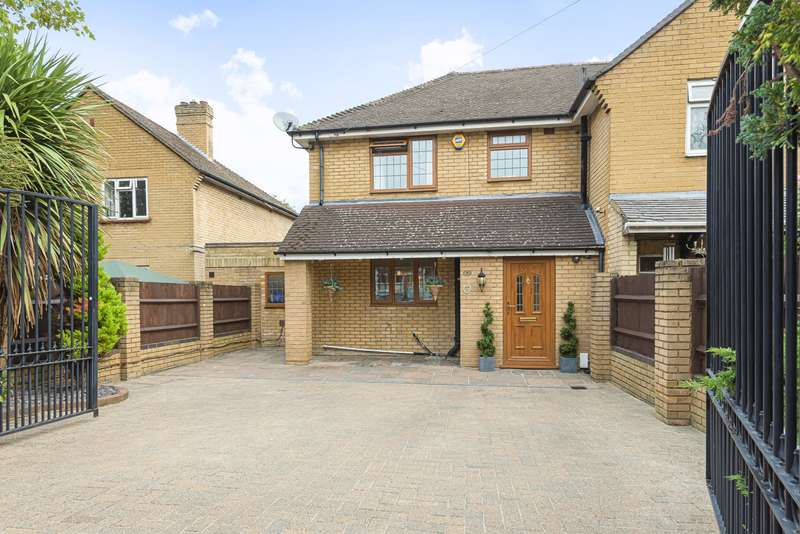 4 Bedrooms Semi Detached House for sale in Green Lane, Addlestone, KT15