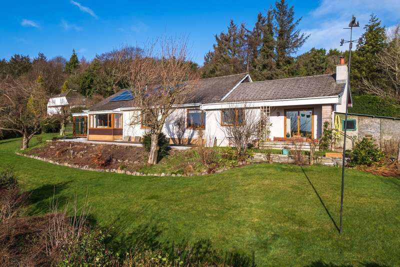 4 Bedrooms Detached House for sale in Meadowside, Balmullo, Fife, KY16