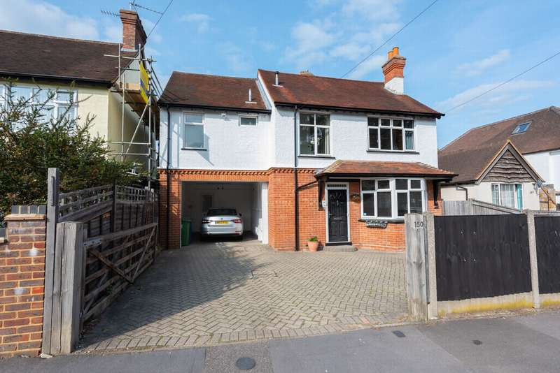 4 Bedrooms Detached House for sale in Reading Road, Farnborough, GU14
