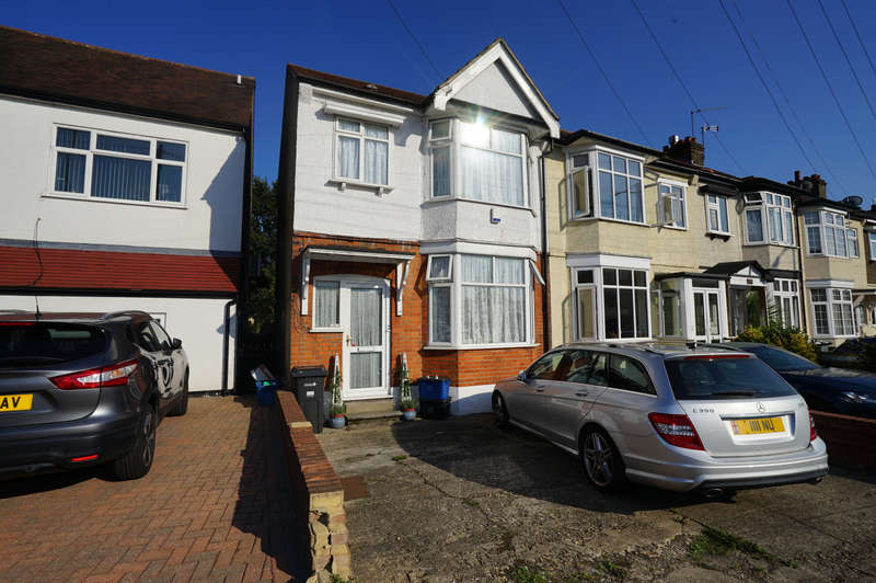 3 Bedrooms End Of Terrace House for sale in Fencepiece Road, Hainault, IG6